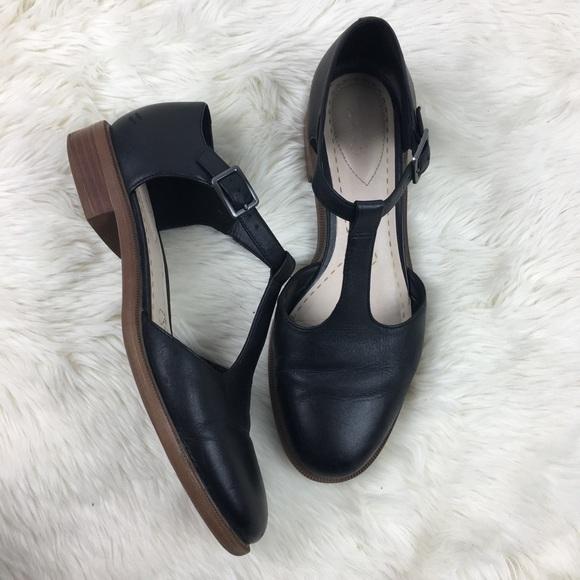 Clarks Shoes - Clarks T Strap Mary Jane Flat sz 7 1 2 m